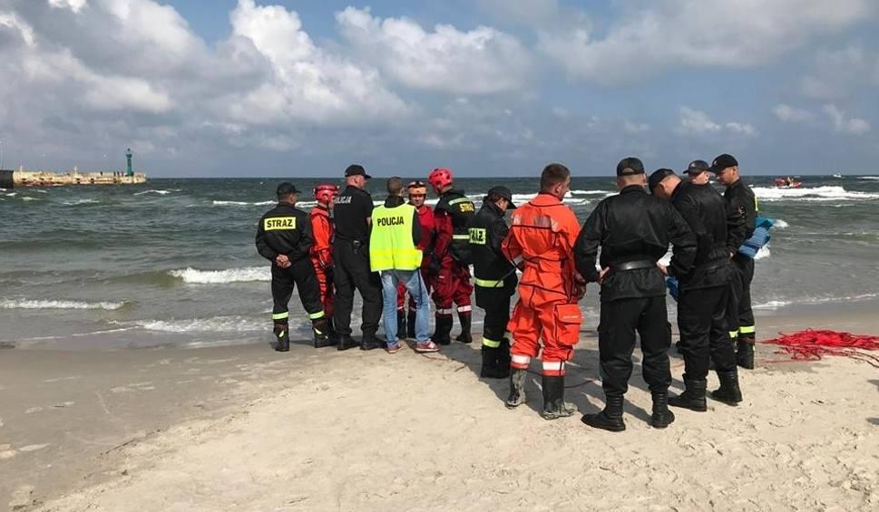 Film do artykułu: Tragedia w Łebie. Podczas nocnej kąpieli tonęły dwie kobiety i chłopak. Uratowano tylko jedną osobę. Utonęła 18-latka!