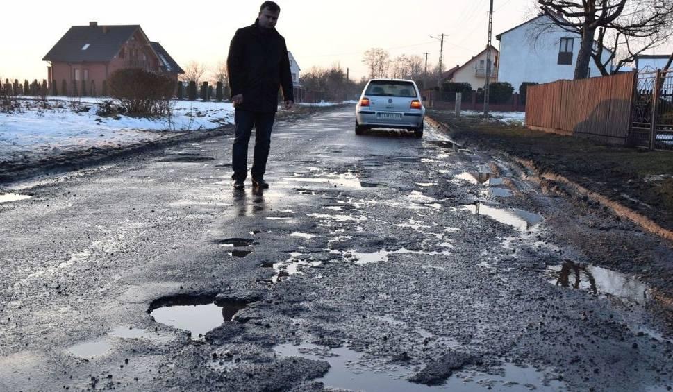 Film do artykułu: Tragiczna droga Konieczno-Modrzewie. Ludzie twierdzą, że to wina objazdu, który się nią odbywa