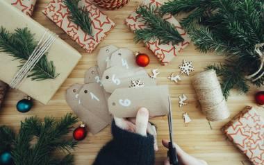 Pomysły na kalendarz adwentowy DIY. Zrób to sam: pobierz grafiki, wydrukuj i przygotuj niespodziankę dziecku [PDF]