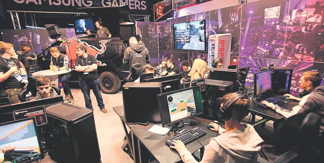 Podczas mistrzostw każdy ma szanse, by usiąść przed komputerem i potrenować