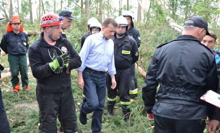 """M. Błaszczak spotkał się ze strażakami koło Suszka. """"Zrobiliśmy wiosła ze znaku, z desek, konarów"""""""