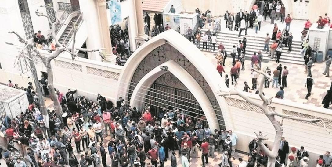 W niedzielę w atakach  na kościoły zginęło co najmniej 36 osób.