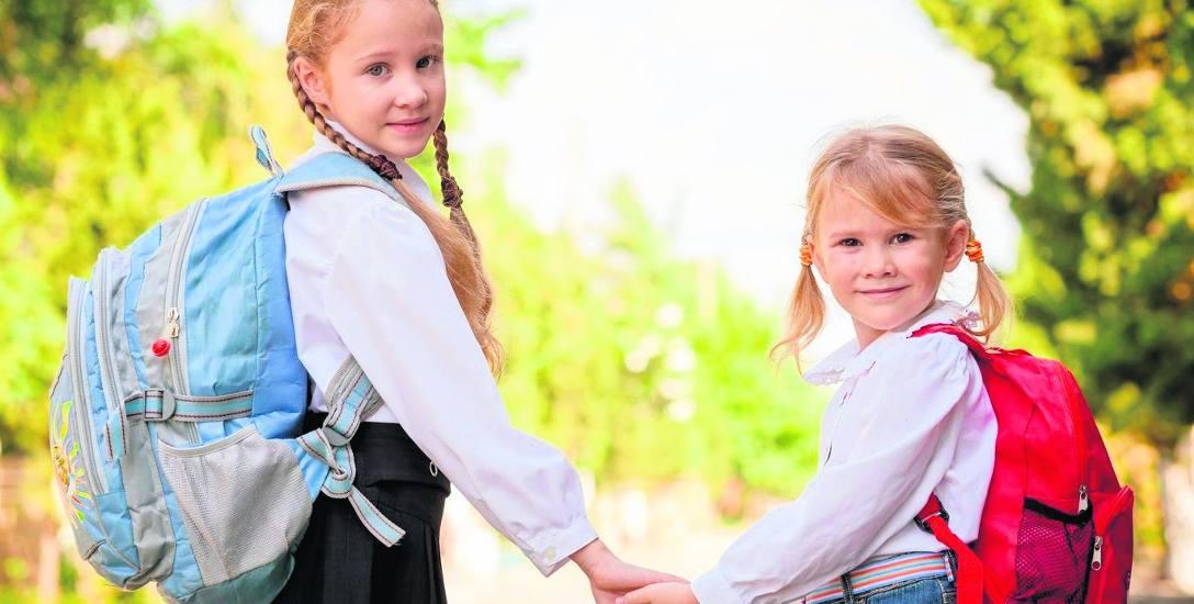 Przeciętny tornister waży ok. 4 kg. Paradoksalnie najcięższe tornistry dźwigają najmłodsi uczniowie.