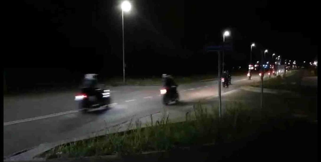 W piątek ulicą Watzenrodego przedefilowała kolumna kilkunastu motocyklistów. Takie przejazdy mają się tam odbywać od kilku wieczorów