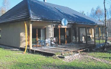 Dom jest jednym z dziesięciu, jakie postawiono w woj. łódzkim
