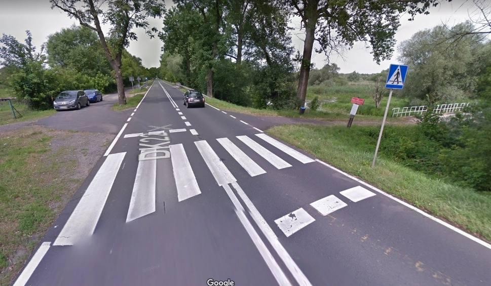 Film do artykułu: Zlikwidowano przejście dla pieszych przy siedzibie parku narodowego. To ruchliwa i niebezpieczna droga. Ludzie pytają dlaczego?