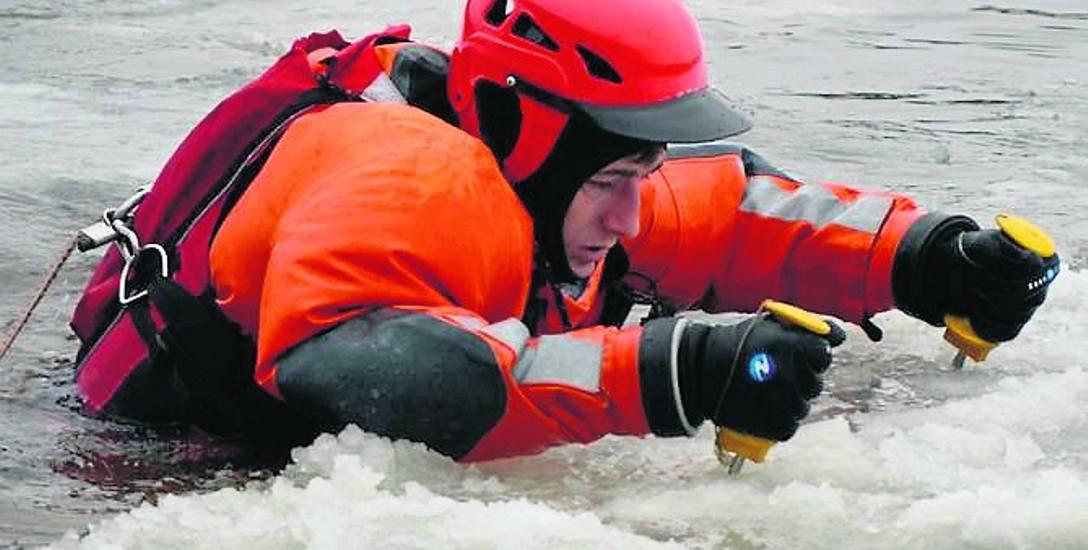 Takie kolce ratunkowe powinny być na wyposażeniu każdego wędkującego na lodzie. Niejednemu uratowały już życie.