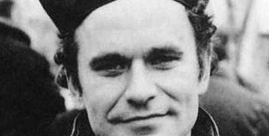 Ksiądz Stanisław Suchowolec, kapelan białostockiej Solidarności, zginął w pożarze swojego mieszkania na plebanii kościoła na osiedlu Dojlidy w Białymstoku.