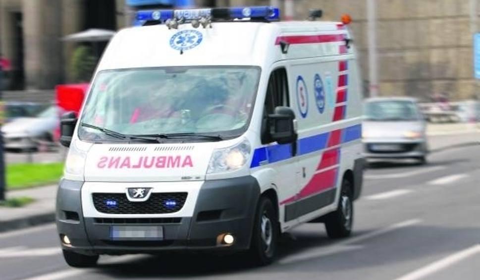 Film do artykułu: 18-latka z Władysławowa odwieziona do szpitala po upadku z elektrycznej hulajnogi. Straciła przytomność