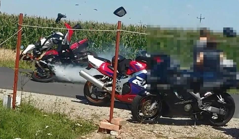 Film do artykułu: Popisywali się na motocyklach w miejscowości Długie. Teraz leżą w stanie ciężkim w szpitalu [wideo]
