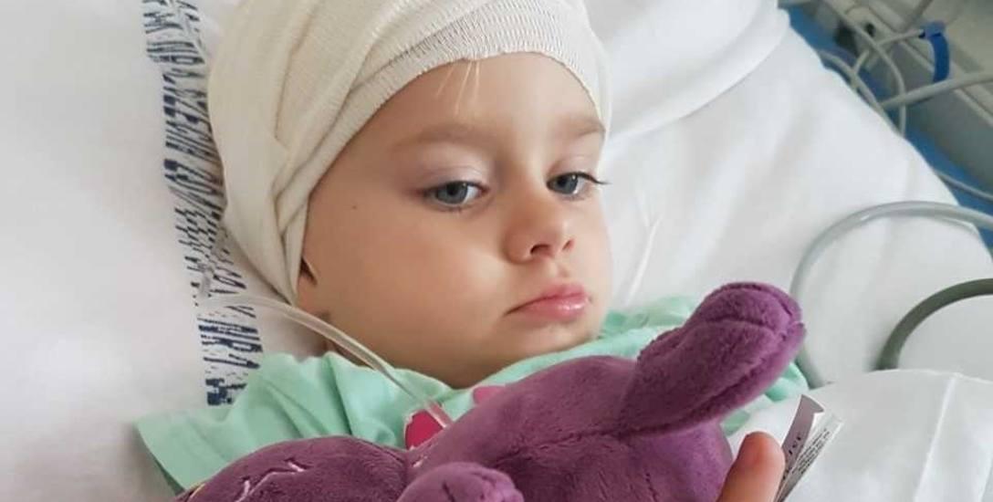 Gabrysia dzielnie zniosła operacje zaimplantowania. Dzięki nim odzyskała słuch i może normalnie się rozwijać