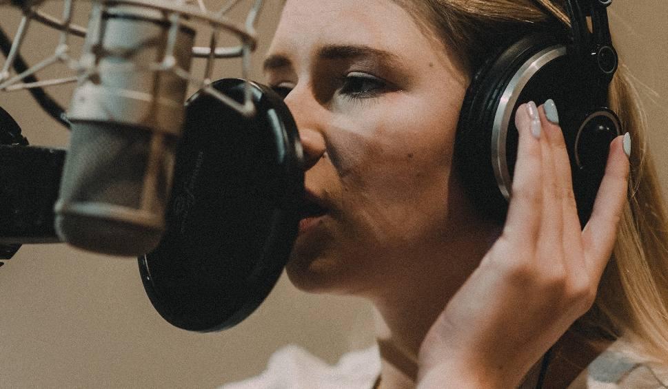 """Film do artykułu: Natalia Moskal czyli bunt młodości. Hit """"Trąbka"""" na nowej płycie. Do tego wideoklip. Mowa także o utworze Neverland [Muzotok, premiera]"""