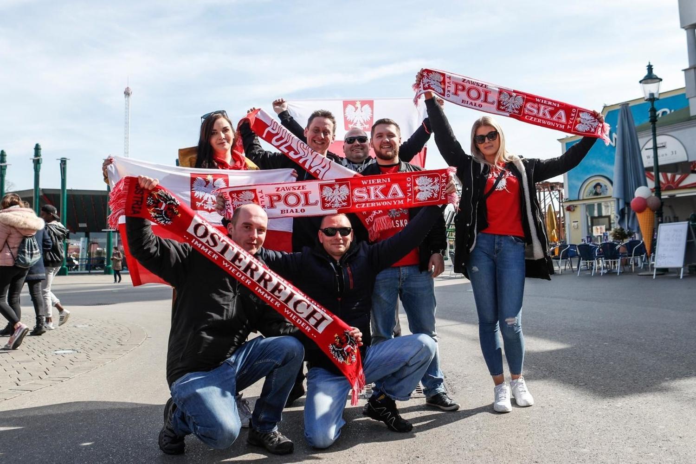 Biało-czerwoni fani przed meczem Austria - Polska [GALERIA]