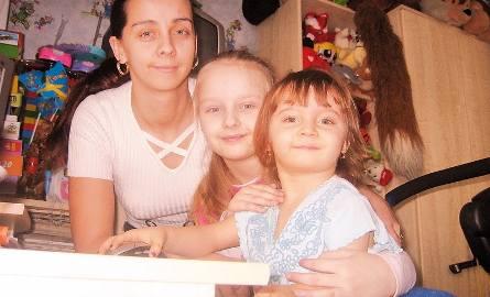 """Martynka z mamą i siostrą. Trzy lata temu - wówczas dała się poznać Czytelnikom """"Pomorskiej"""""""