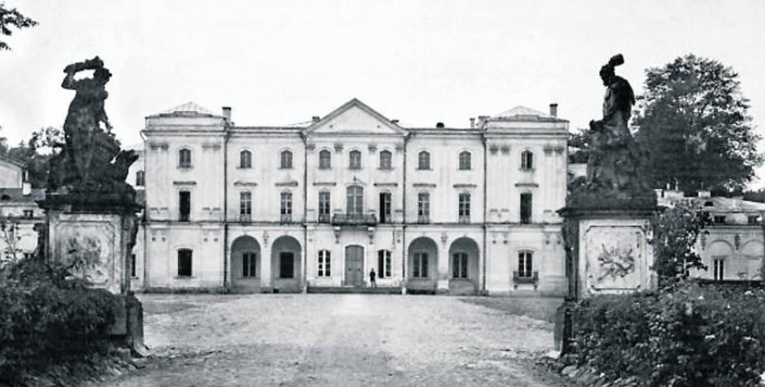 Karnawał otwierał uroczysty bal w pałacu Branickich, gdzie była siedziba Urzędu Wojewódzkiego. Fot. Lata 20. XX w. ze zbiorów Biblioteki Cyfrowej Politechniki