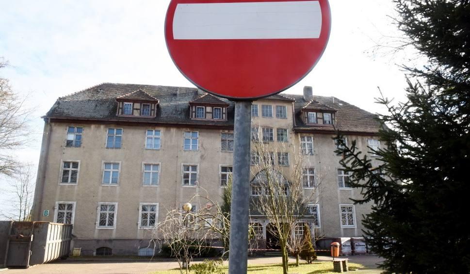 Film do artykułu: Budynek B szpitala w Gubinie przy ulicy Śląskiej został sprzedany przez starostwo powiatowe. Co w nim będzie?