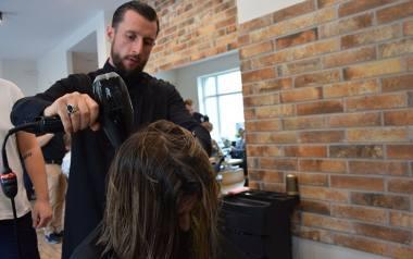 Nie masz pomysłu na modną fryzurę? Klaudiusz Iciek zdradził w Grudziądzu najnowsze trendy