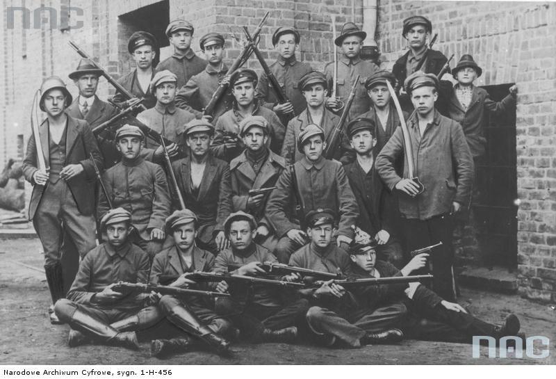 Grupa ochotników biorących udział w powstaniu