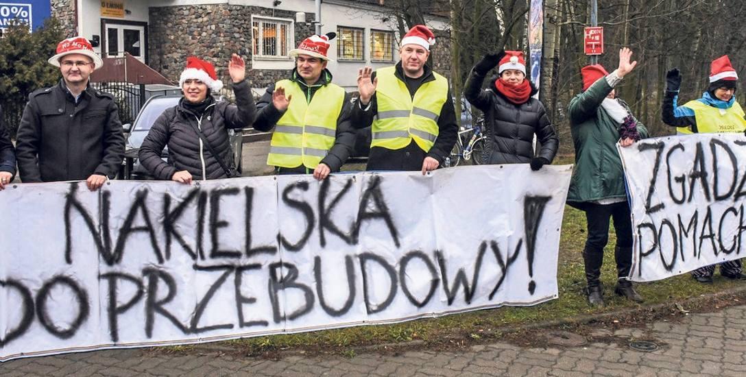 Już dwa lata temu podczas grudniowego happeningu mieszkańcy apelowali o przebudowę ulicy Nakielskiej
