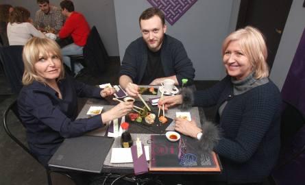 Mariola i Michał Kostrzewa oraz Alicja Redlich-Michalska chwalili ideę festiwalu. - Możemy spróbować nowych smaków - mówili.