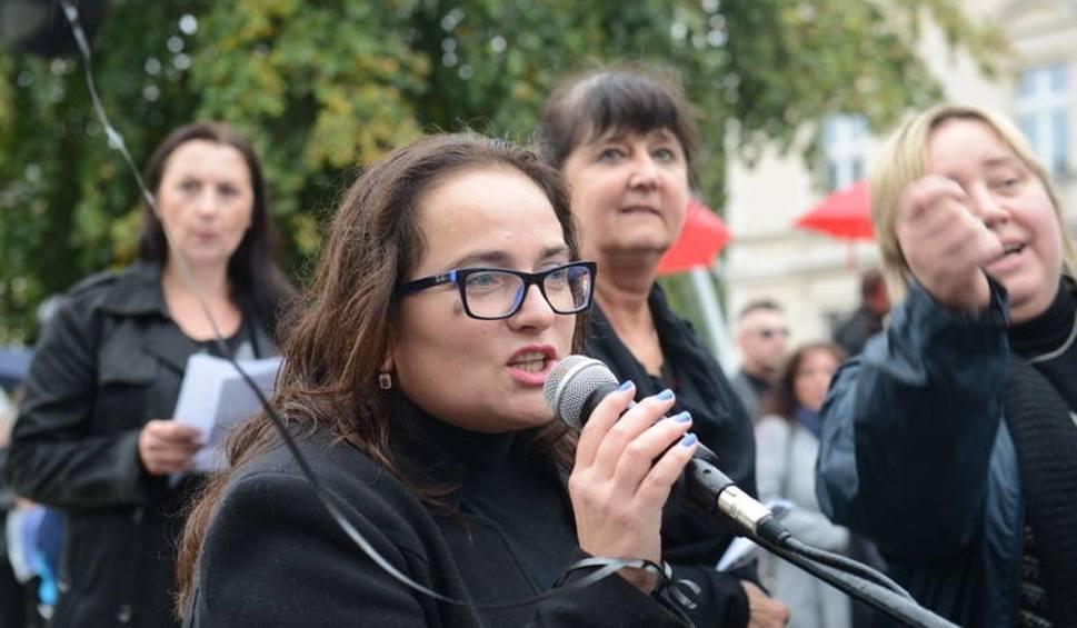 Film do artykułu: Projekt całkowitego zakazu aborcji wraca do Sejmu. Czy kobiety będą protestować? W 2016 r. wyszły na ulice… Dziś jest zakaz zgromadzeń