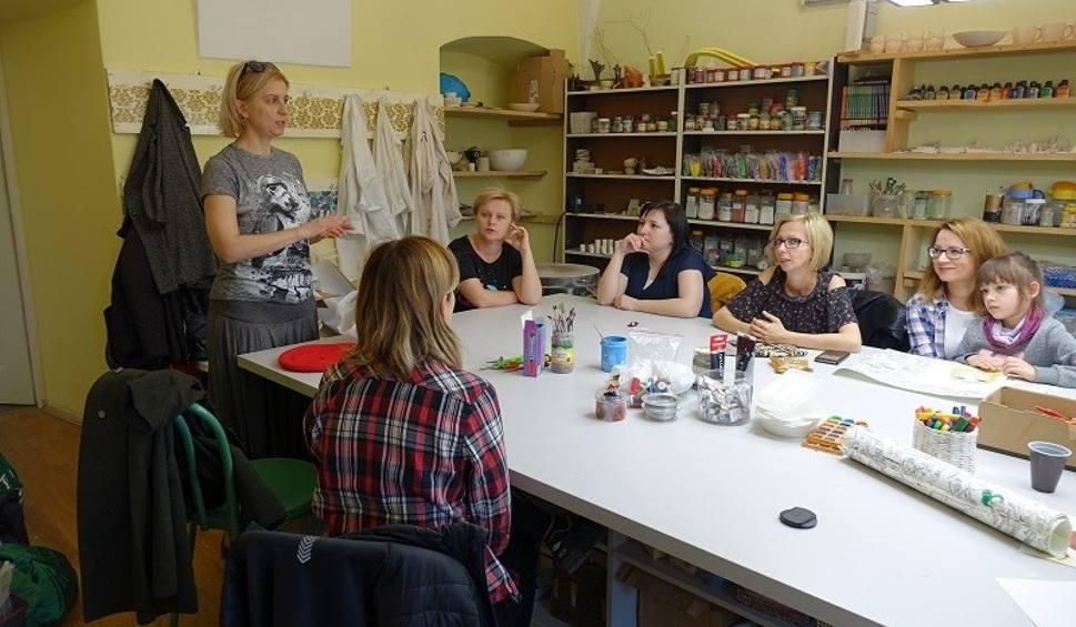Film do artykułu: Warsztaty projektowania scenografii z artystką Joanną Biskup-Brykczyńską w Pińczowskim Samorządowym Centrum Kultury [ZDJĘCIA]