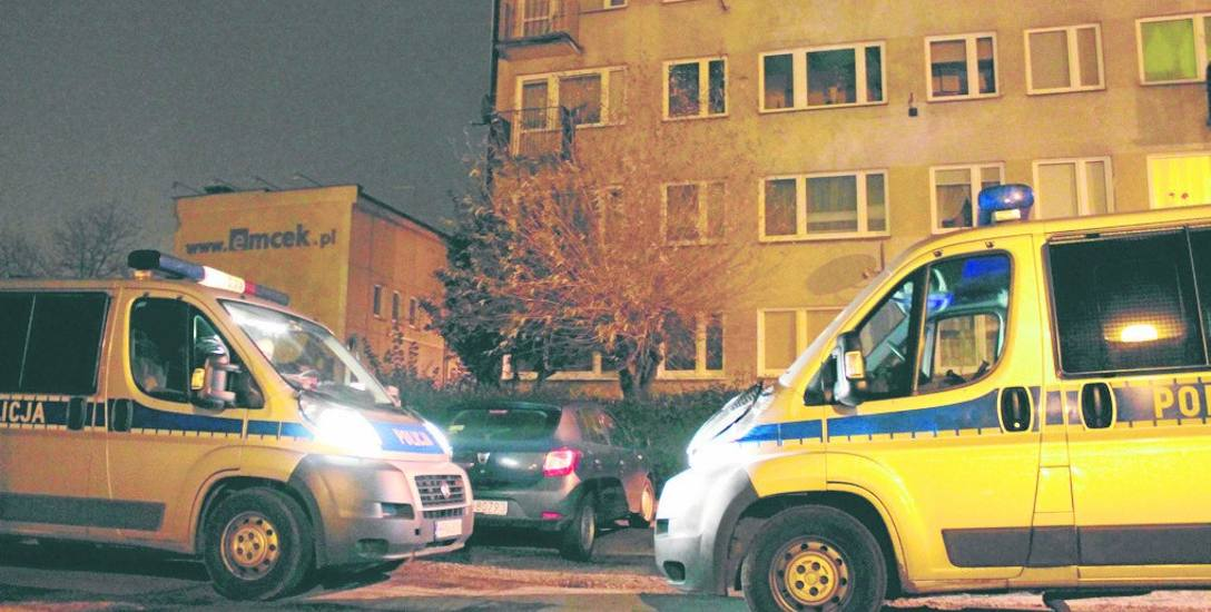 W niedzielę przed północą na ul. Batorego policjanci zatrzymali mężczyznę podejrzanego o niszczenie samochodów na parkingu