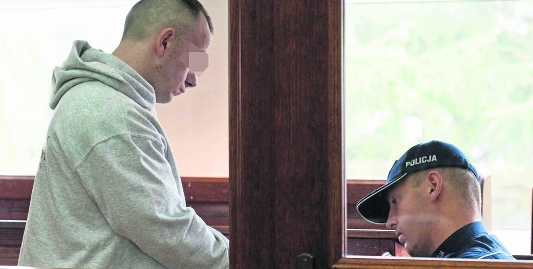 Sąd dopytywał oskarżonego Piotra R. o listy, które wysyłał z aresztu. Pisał, że nie potrafi pogodzić się z tym, że popełnił okrutny czyn. Teraz do winy