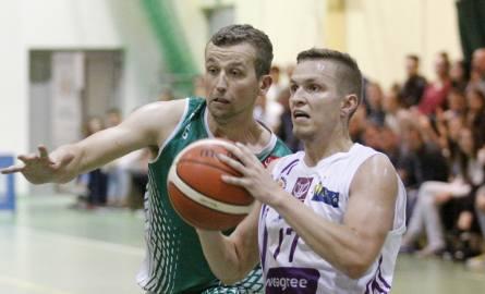 Z prawej rozgrywający opolskiej drużyny Krzysztof Chmielarz.