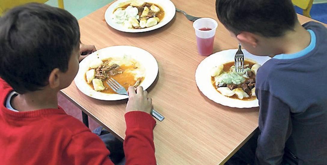 Firmy cateringowe oszczędzały na posiłkach dla dzieci. Inspekcja Handlowa przeprowadziła kontrole w całej Polsce