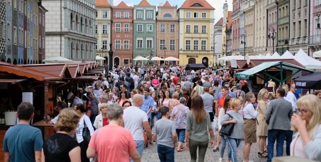 Z danych GUS wynika, że w Poznaniu mieszka 538 tys. osób. Zdaniem władz miasta mieszkańców jest o ponad 130 tys. więcej.