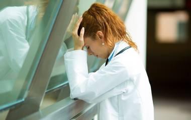 W grupie ryzyka znajdują się m.in. lekarze i pielęgniarki