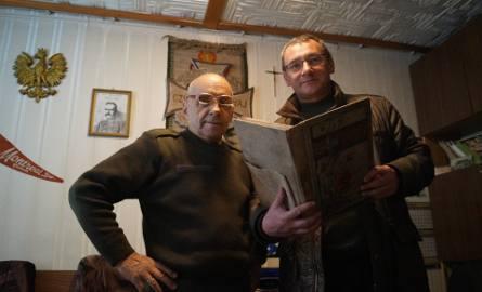Ryszard Kowal (po lewej) i Jacek Sypień z kroniką