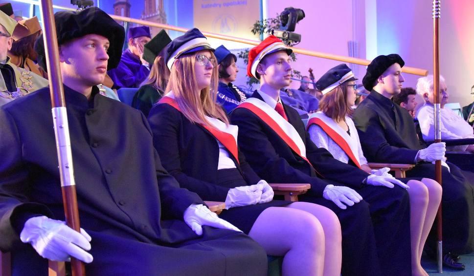 Film do artykułu: Inauguracja roku akademickiego na Uniwersytecie Opolskim. Rektor Marek Masnyk: Jest szczególna z kilku względów [WIDEO, ZDJĘCIA]