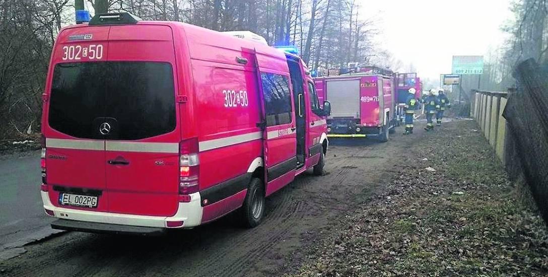 Mężczyzna spłonął w pożarze przyczepy. Płomienie wydobywały się z garażu