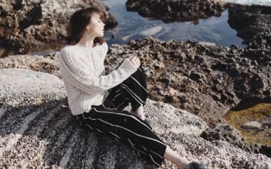 Cammy pokazała bardzo ciekawą stylizację w pięknej scenerii. Nam szczególnie spodobała się biżuteria.