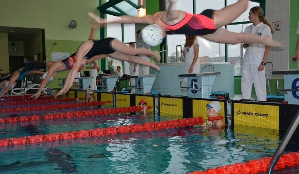 Film do artykułu: Otwarte mistrzostwa w pływaniu o puchar burmistrza Grójca. Walczyło dziewięć klubów