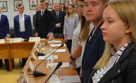Ostrołęka. Miasto chce wprowadzić Ostrołęcką Kartę Młodzieży. Podobną do Karty Wielkiej Rodziny i Karty Seniora