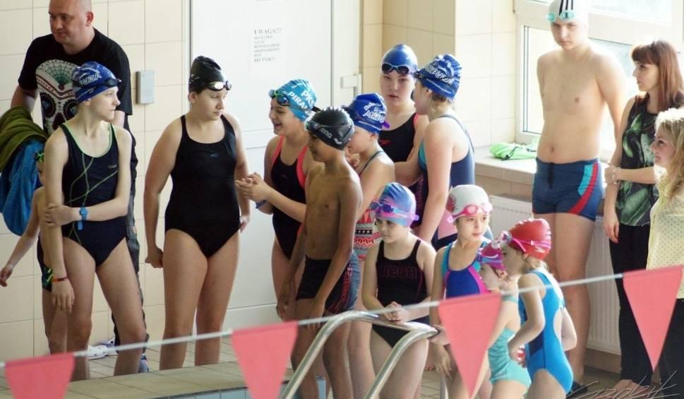 Film do artykułu: W Kazimierzy Wielkiej rozpoczęli pływacką rywalizację