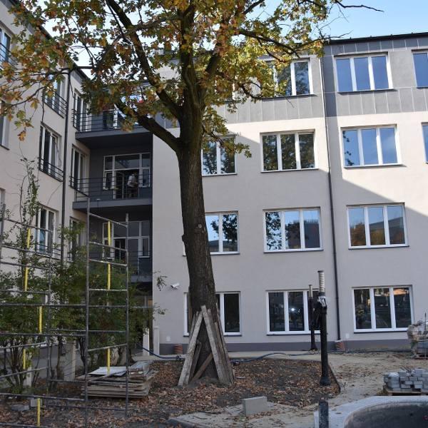 Dobiega końca budowa nowej siedziby Straży Miejskiej i Centrum Zarządzania Kryzysowego w Łodzi. W grudniu służby wprowadzą się do dawnej szkoły i bursy