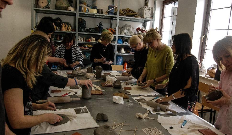 Film do artykułu: W Zespole Szkół Plastycznych imienia Józefa Brandta w Radomiu nauczyciele zgłębiali sztukę ceramiki