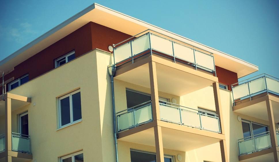 Film do artykułu: Wynajem mieszkania – na co zwrócić uwagę? Nie popełnij tych błędów, szukając mieszkania do wynajęcia