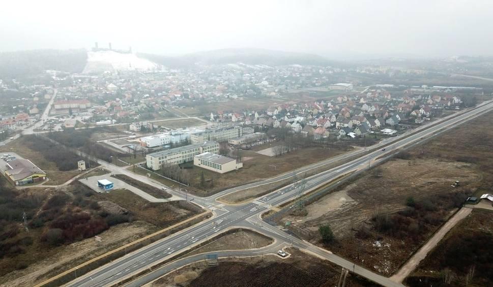 Film do artykułu: W czwartek, 13 grudnia 2018 roku otwarcie dla ruchu zmodernizowanej drogi wojewódzkiej numer 762 na odcinku Chęciny-Małogoszcz