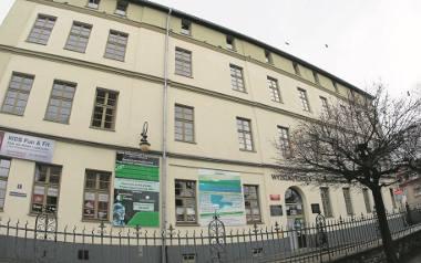 Do tego budynku przy ul. Janiny Woynarowskiej ma zostać przeniesiona szkoła muzyczna