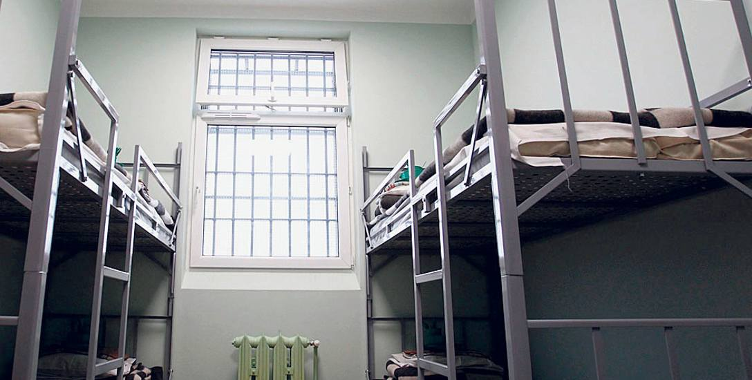 Dla skazanych i osób tymczasowy aresztowanych praca jest dobrodziejstwem. Pozwala opuścić celę, jest też szansą na skuteczniejszą resocjalizację, pozwalającą