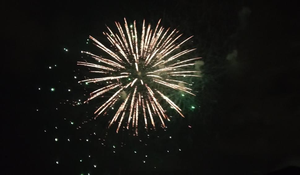 Film do artykułu: Galeria Słoneczna w Radomiu zorganizowała pokaz fajerwerków. Wzbudził kontrowersje. Wiceprezydent krytykuje (WIDEO)