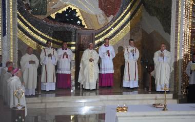 Kardynał Dziwisz do papieża: Nie zamknęliśmy się w sobie