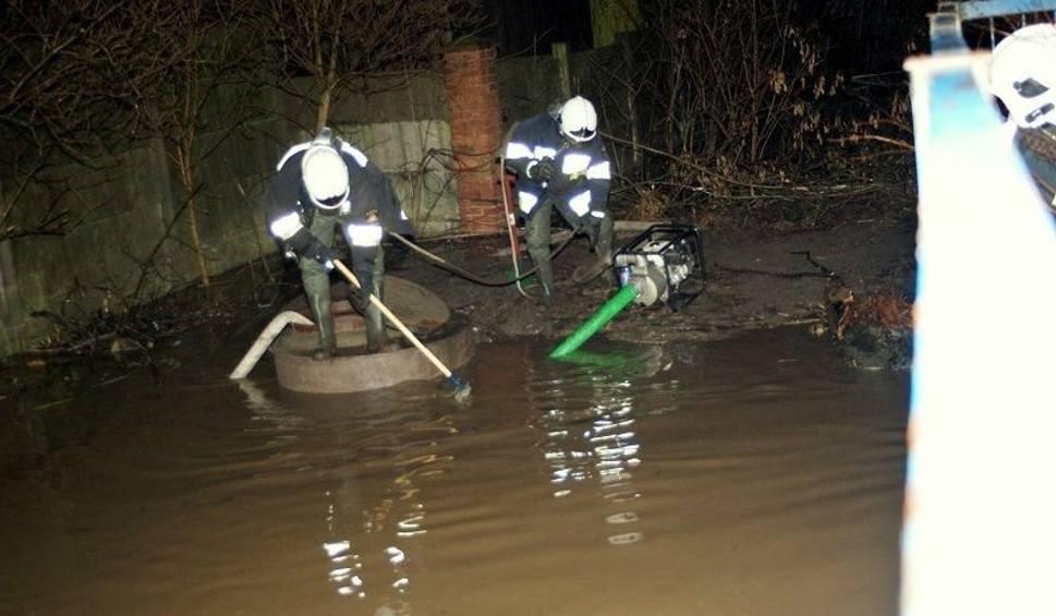 Powódź w Brzezinach! Po deszczu zalało główne ulice miasta!