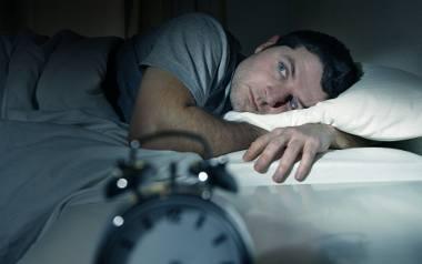 Nie wysypiasz się w nocy? Wstajesz rano zmęczony? Chciałbyś w końcu porządnie przez noc wypocząć? Koniecznie to przeczytaj! To, czy się dobrze wyśpisz