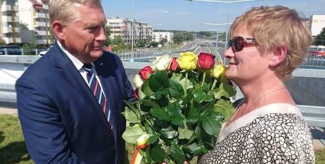 Prezydent Tadeusz Truskolaski pożegnał szefową Dróg miejskich Bożenę Zawadzką na otwarciu trasy niepodległości